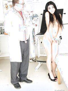 Брюнетка в туфлях раздвинула ноги и трахнула себя игрушкой в кабинете у доктора секс фото и порно фото