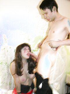 Татуированная пара облилась краской и начала трахаться секс фото и порно фото