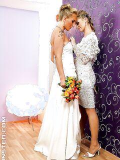 Две лесбиянки купаются в потоках спермы прямо перед свадьбой секс фото и порно фото