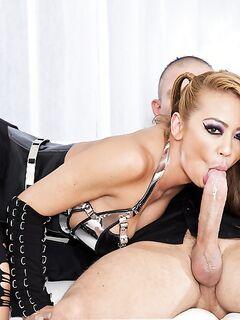 Мужик на первом свидании дерет красотку в корсете секс фото и порно фото