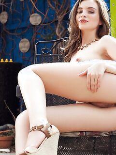 Подборка эротических снимков голых тёлок  и без секс фото и порно фото