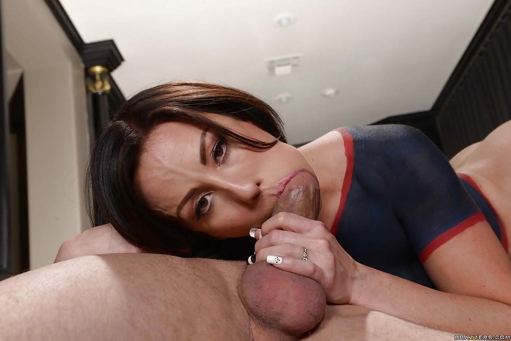 Парень выебал пизду Дженнифер Уайт после тренировки секс фото и порно фото