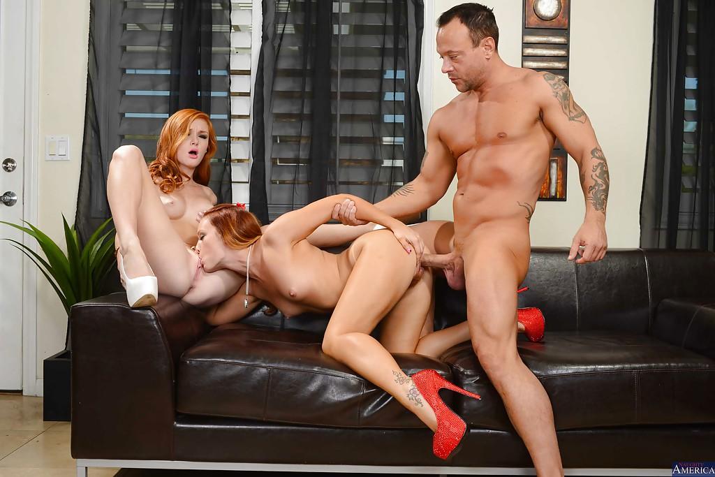 Рыжеволосые Алекс Таннер и Дани Дженсен трахаются с начальником в офисе секс фото и порно фото