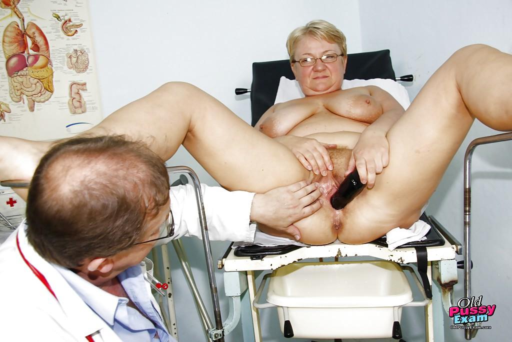Зрелая дамочка прошла все процедуры на приёме у гинеколога секс фото и порно фото