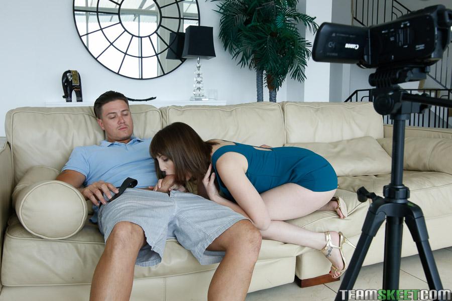 Жена уговорила мужа поебаться на камеру дома секс фото и порно фото
