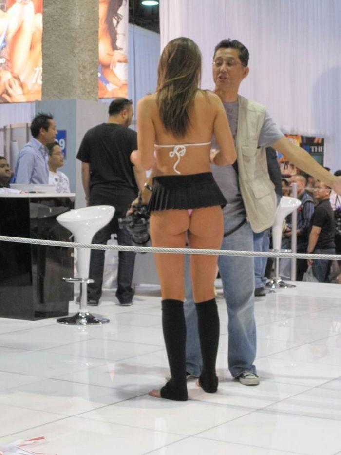 Стройные девушки демонстрируют свои тела в бикини секс фото и порно фото