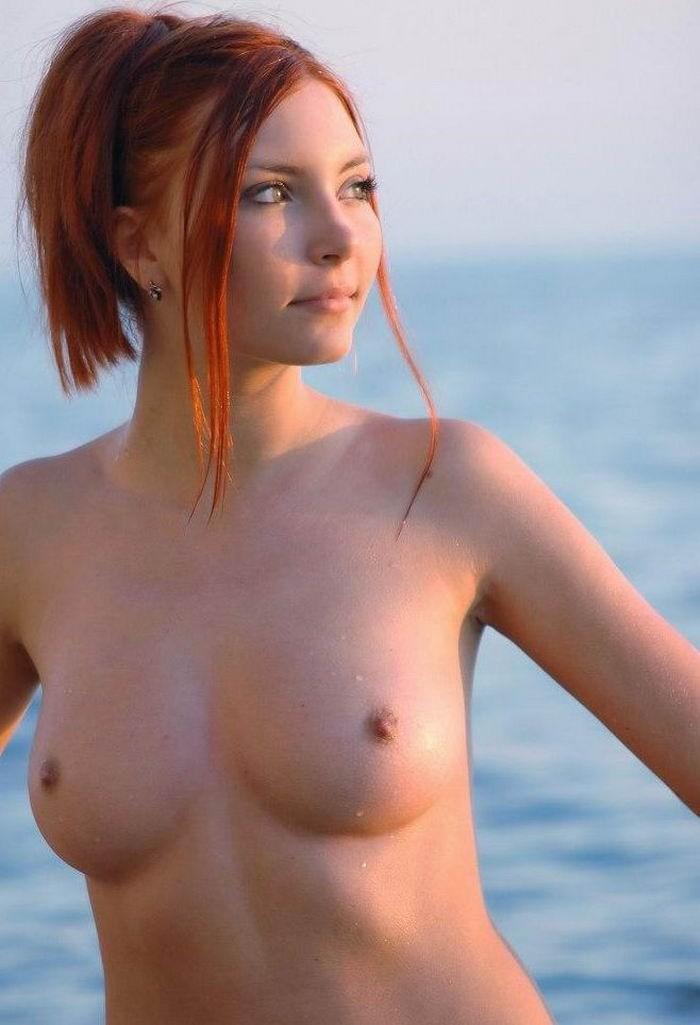 Красавицы разных возрастов демонстрируют огромную грудь и лижут соски секс фото и порно фото