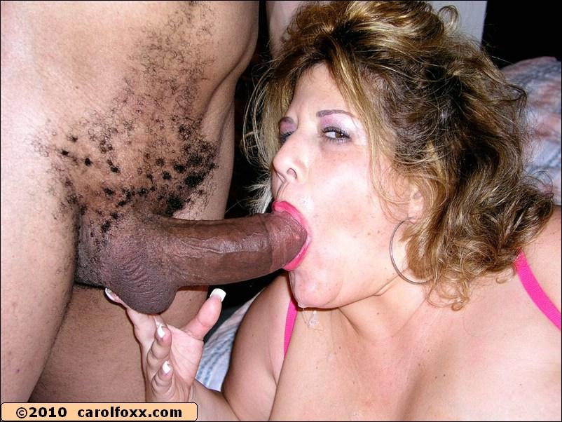Негры в масках трахают в жопу и дают в рот двум толстушкам секс фото и порно фото