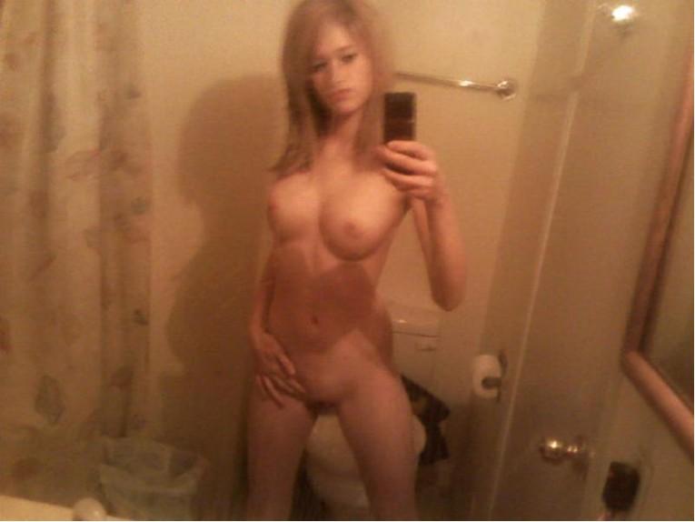 Подборка голых селфи в домашней обстановке секс фото и порно фото