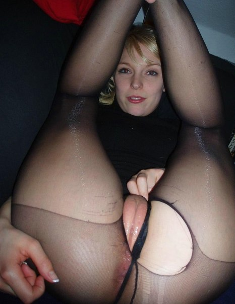 Толстые мамки раздвигают булки и показывают сиськи секс фото и порно фото