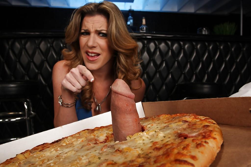 Жопастая мамка сосёт член в пицце и глотает сперму вместо соуса секс фото и порно фото