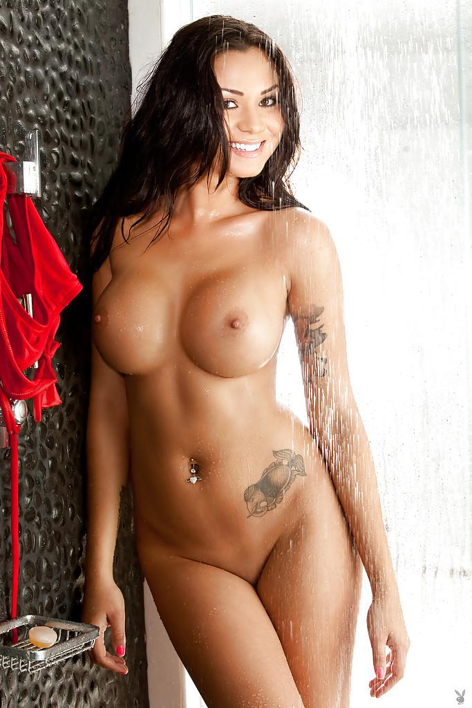 Пышногрудая красавица снимает бикини в душевой кабинке секс фото и порно фото