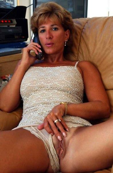 Голые мамки показывают свои сиськи и  на камеру секс фото и порно фото