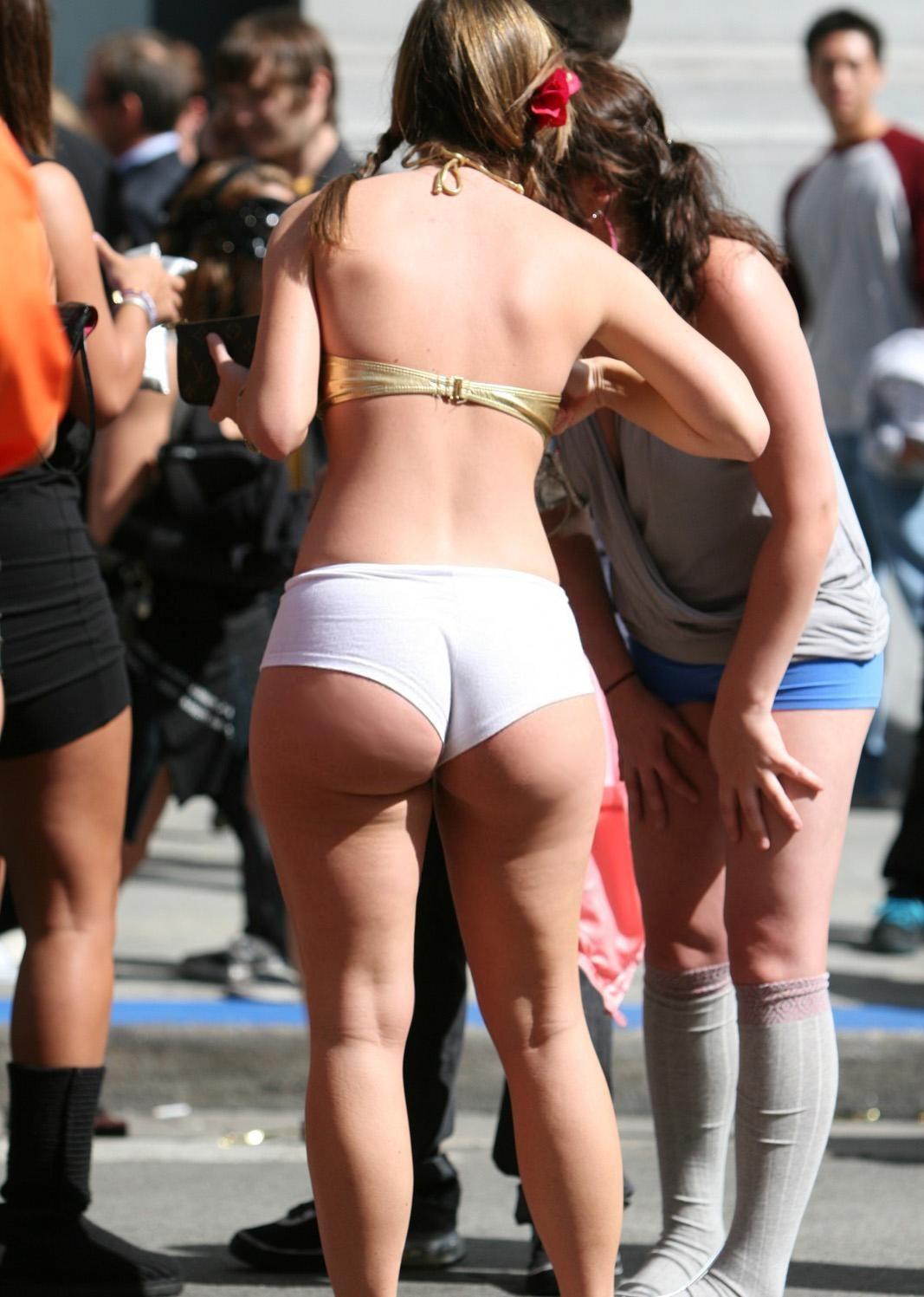 Спортивные девушки позируют в обтягивающей одежде секс фото и порно фото