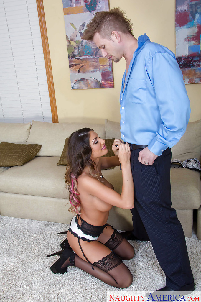 Пока муж на роботе, его жена трахается с молодым любовником секс фото и порно фото