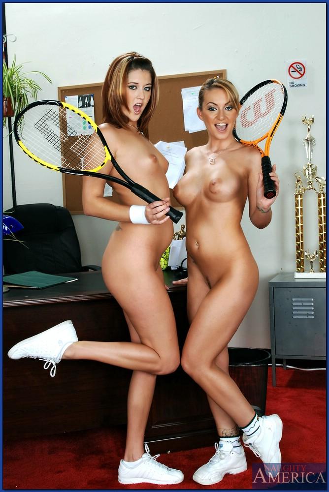 Молодые теннисистки вылизывают друг другу щелки в кабинете у тренера секс фото и порно фото