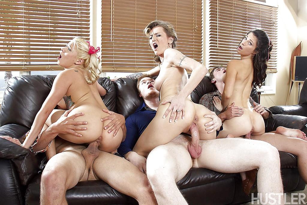 Молодежная групповуха американцев на кожаном диване секс фото и порно фото