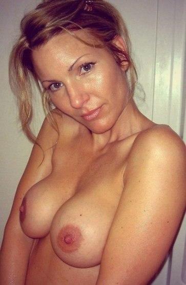 Сочные дамы сосут члены, принимая струи спермы на лицо и тело секс фото и порно фото