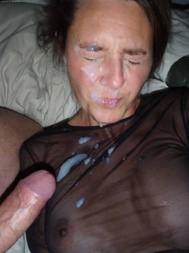Парни обильно кончают подружкам на лицо и в рот дома секс фото и порно фото