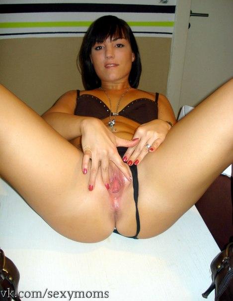 Сексуальная тёлка показывает голое тело и сосёт член секс фото и порно фото