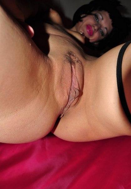 30летняя брюнетка трахается в групповухе с двумя мужиками секс фото и порно фото