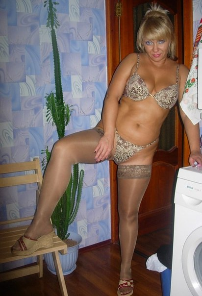 Сочные зрелки соблазняют обнаженными фигурами на камеру секс фото и порно фото