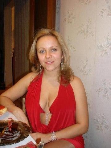 Грудастая жена сосет мужа член перед камерой секс фото и порно фото