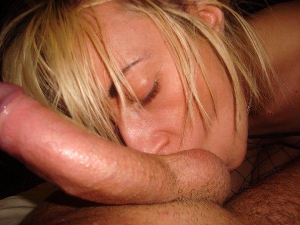 Стройная милашка танцует стриптиз и дрочит с дилдо секс фото и порно фото