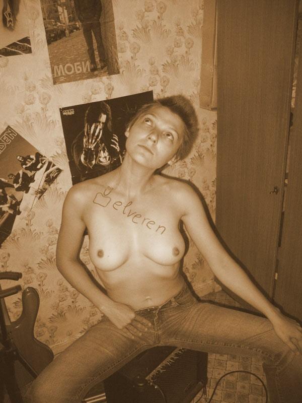 Молодые студентки без стеснения фоткаются голыми секс фото и порно фото