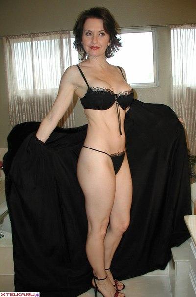 Зрелка сверкает своими формами в нижнем белье секс фото и порно фото