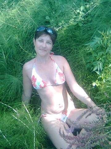 Замужняя мамочка  показывает свои прелести секс фото и порно фото