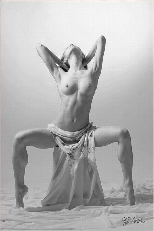 Молодые балерины разминаются голышом секс фото и порно фото