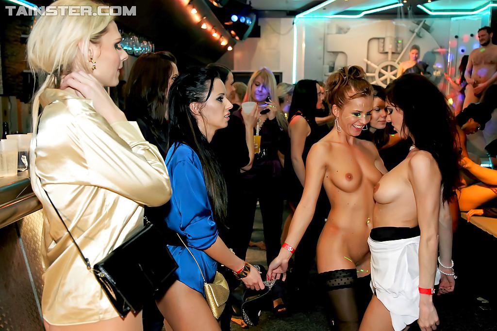 Пьяные модницы устроили оргию на вечеринке в клубе секс фото и порно фото