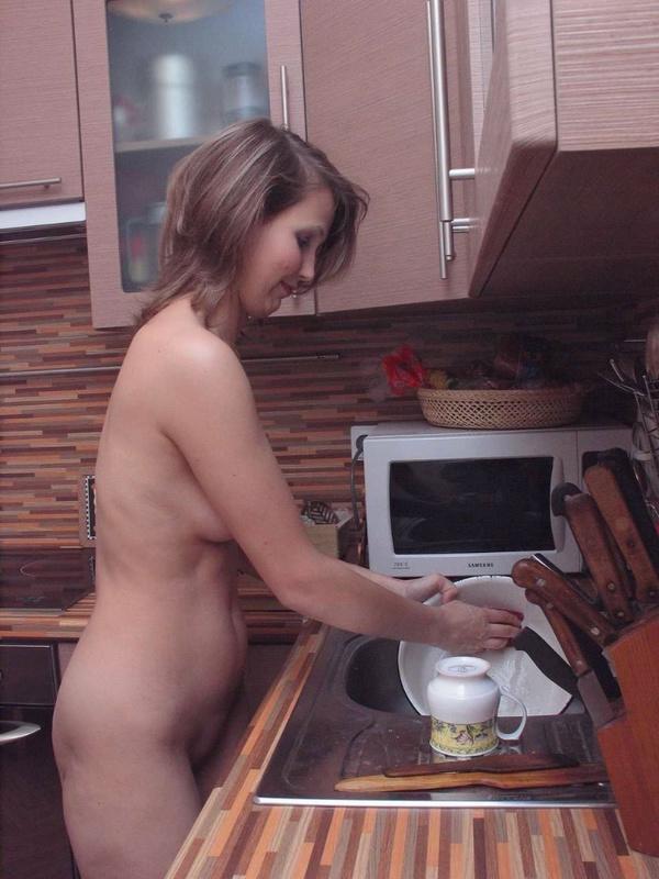 Ловелас уговорил взрослую соседку раздеться для него секс фото и порно фото